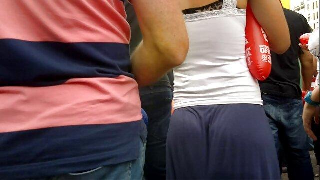 Julia Iz Korolev video film pornographique s'est déshabillée lors d'une dispute sur skype devant des amis et a joué avec sa casquette en faisant un adieu