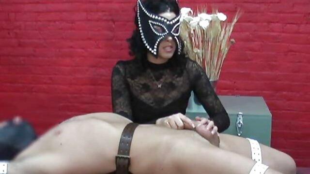 Une secrétaire expérimentée en tatouages suce la video porno coqnu bite du patron au casting avec un anneau collant dans le clitoris