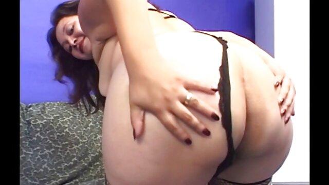 Le vieux photographe a perdu sa video french porn mesure de décence et a effrontément soulevé la chemise de la jeune femme pour prendre une photo de seins