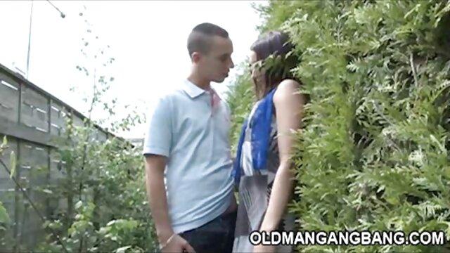 Deux salopes se détendent avec un gentleman brutal video erotique xxx