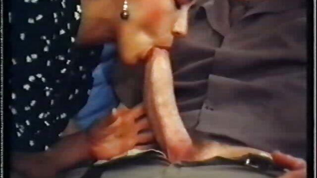Agnia, 18 ans, se masturbe la chatte avec video gratuit xxx le vibromasseur de sa mère pendant qu'elle est au travail