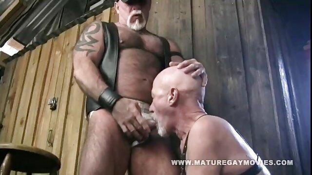 Sperme sur la chatte après un rapport sexuel chaud video porno choc et enduit de sperme sur le clitoris