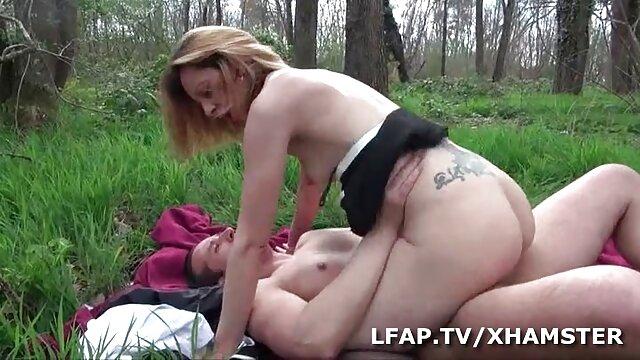 Une infirmière avec de très gros tampons branle un soldat video gay porno francais de l'armée pour examen