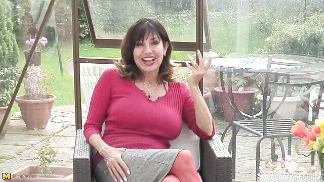 Le témoin a été choqué quand il a trouvé la mariée avec ses seins film vidéo x gratuit et se masturbant entrejambe rouge