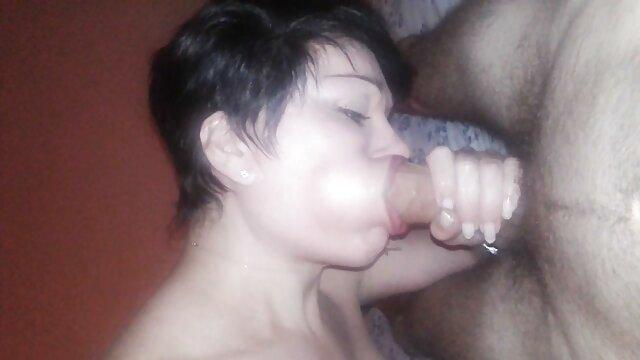 Deux video porno femme et chien mecs mignons baisent au bureau une femme mature aux gros seins en anal