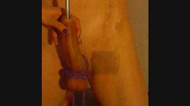 Jolies lesbiennes video porno amour sexy jouissent d'un gode à double extrémité