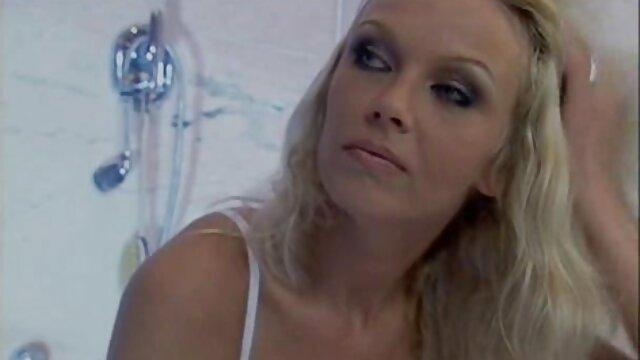 Salope video xxx pornographique peinte suce une grosse bite colombienne