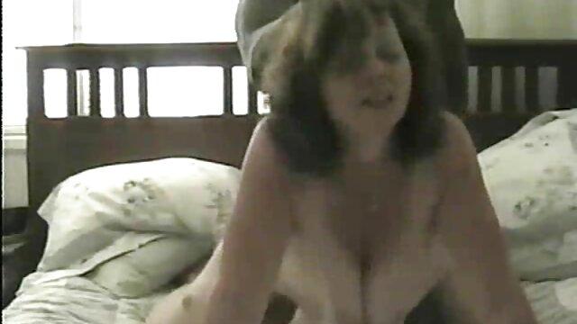 Plantureuse blonde lesbienne baise dans la forêt vidéo adulte gratuit