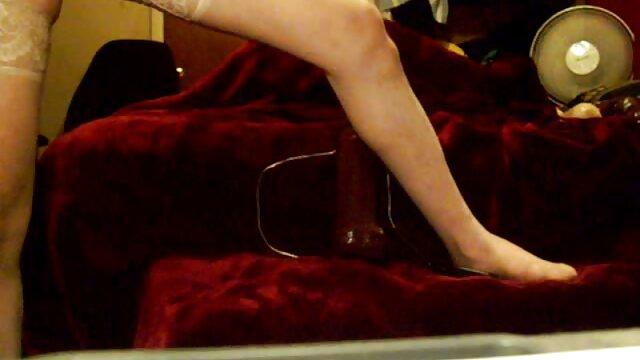 La video film pornographique secrétaire juteuse voulait sucer la bite de son patron