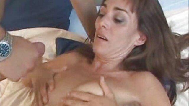 Le patient a coulé et a accidentellement terminé l'examen lorsque deux doigts ont été insérés dans le video film erotique vagin