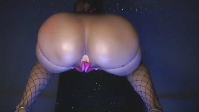 Plantureuse blonde sexy suce beaucoup de bites et avale du sperme vidéo film porno