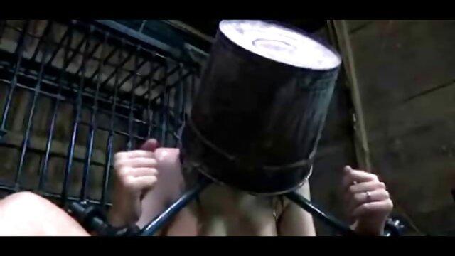 Blonde chaude danse sur webcam puis se masturbe nouvelle video porno