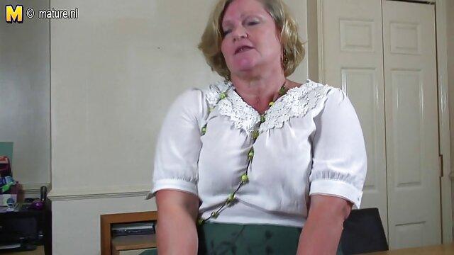 La beauté s'est assise avec sa video porono xxx chatte sur ma langue pour un cunnilingus