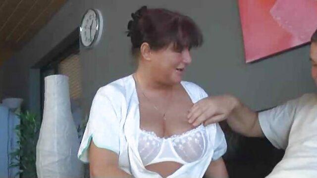 Une femme allemande mature avec un passé mouvementé à en juger par ses video sexe amateur voyeur tatouages est tirée du cancer dans le gazebo par un jeune agriculteur