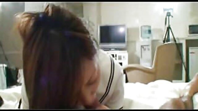 Lors d'un refuge dans la nature, le mec a sexe french video réveillé la passion endormie avec une langue, poussant sa culotte sur le côté et a commencé à lécher le clitoris