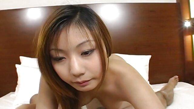 Une jeune fille vidéo film porno gymnaste baise avec son beau-père pendant que maman dort