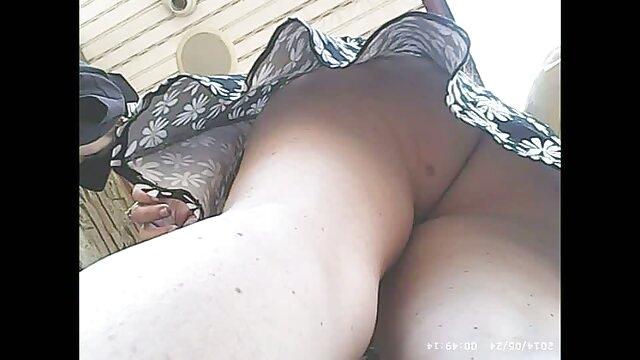 Deux putes chevauchent une bite à tour films pornographiques vidéos de rôle