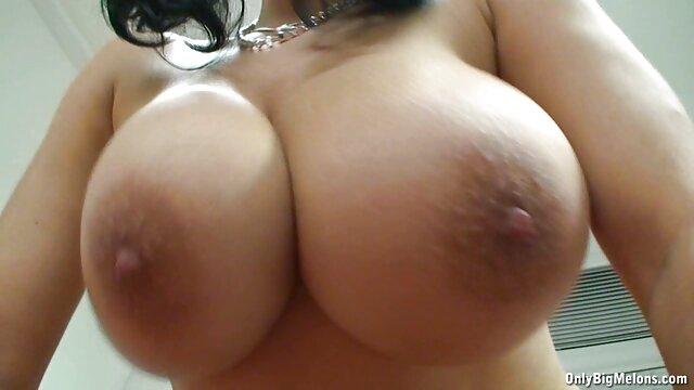 Blonde sexy mature s'est film porno echangiste assise anale sur une grosse bite d'un étalon