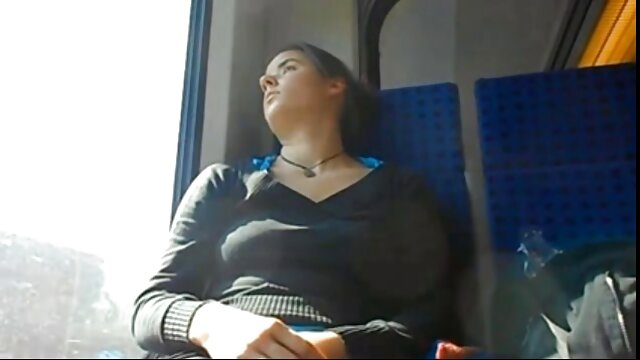 Maman, fille et beau-père baisent sans video de voyeur amateur vergogne dans un arrière-pays tranquille de la région de Rostov