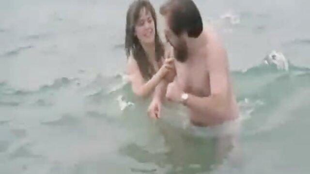 Tire une blonde sur un gros pénis, avec les video gratuit porno jambes tendues de différents côtés