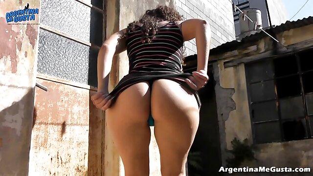J'ai demandé à enlever mon video gratuit porno pantalon et à montrer à mon collègue un point sur le chantier derrière la remorque où ils travaillent