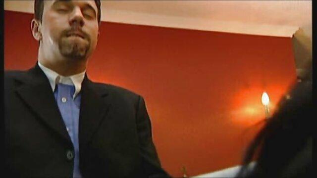 Massage individuel avec des procédures intimes et le maître est allé les videos pornographiques trop loin avec de l'huile, le client était juste excité